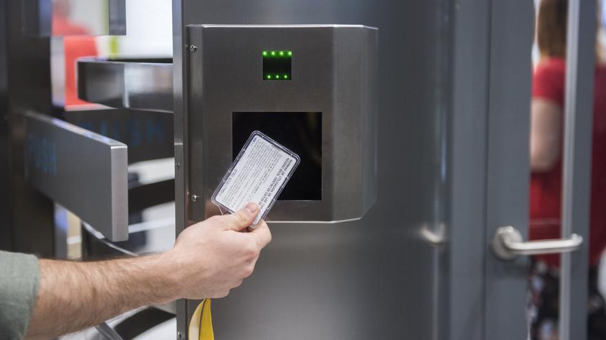 Una de las puertas de seguridad del centro de datos de Interxion en Madrid.