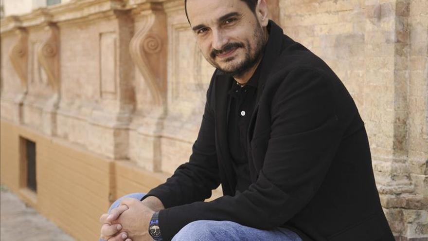 """Javier Mije considera que """"la literatura no conjura fantasmas, sino que los invoca"""""""
