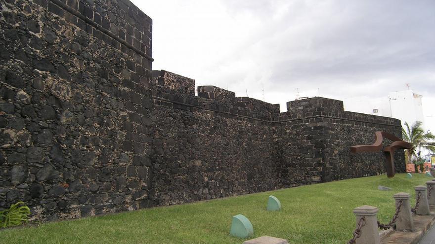 El Castillo de Santa Catalina iluminará sus almenas.