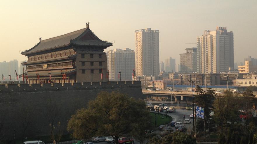 Murallas y rascacielos de Xian. Edward Stojakovic