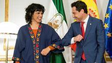 La líder de Adelante Andalucía, Teresa Rodríguez, junto al presidente de la Junta, Juanma Moreno, el pasado 13 de marzo.