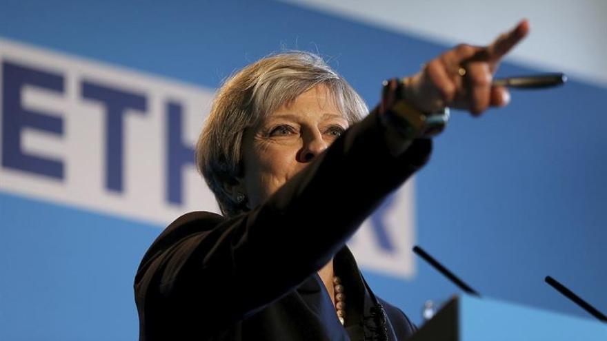 May no conseguirá la mayoría absoluta en las elecciones, según un sondeo