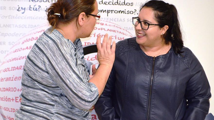 Participantes en el debate sobre voluntariado en el Centro Cívico Suárez Naranjo. (Cedida a CA).