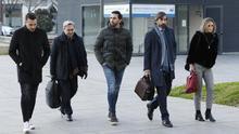 Los exjugadores del Betis Xavi Torres y Jordi Figueras entrando al Palacio de Justicia de Navarra