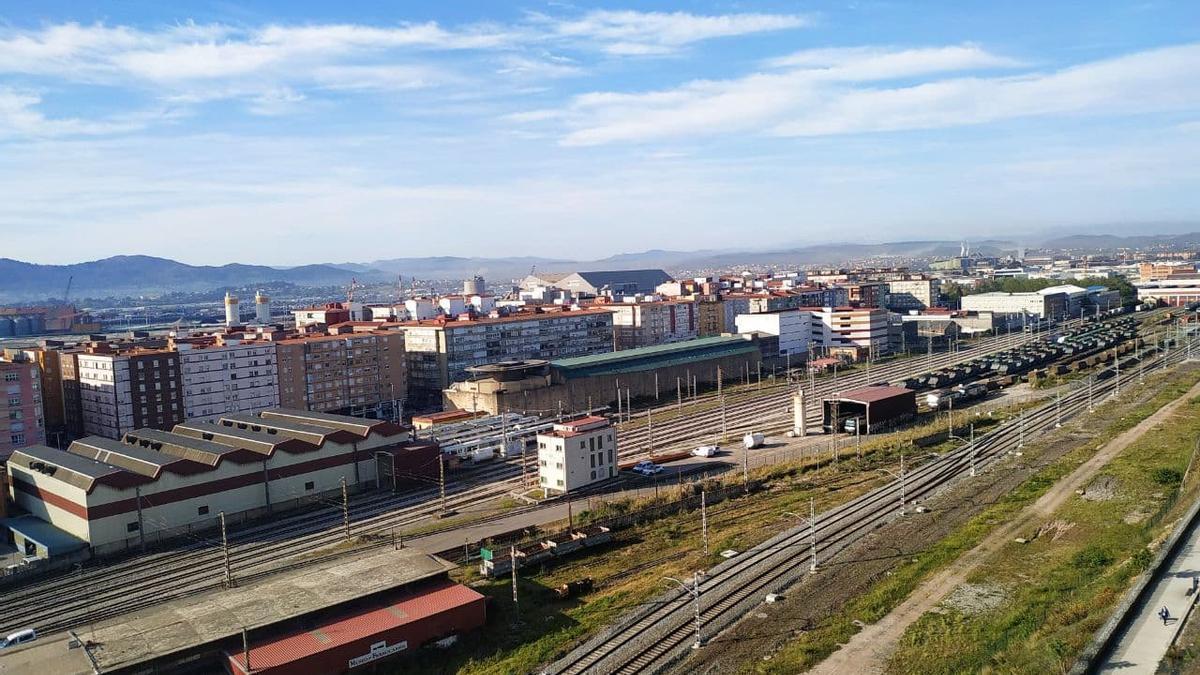 Vías de FEVE y Renfe en las proximidades de las estaciones de Santander.