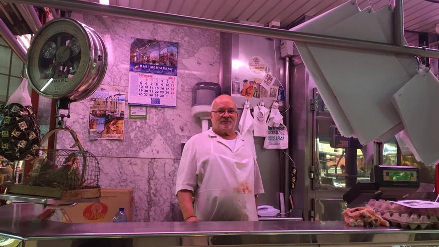 Fernando, en su parada del Mercado Central