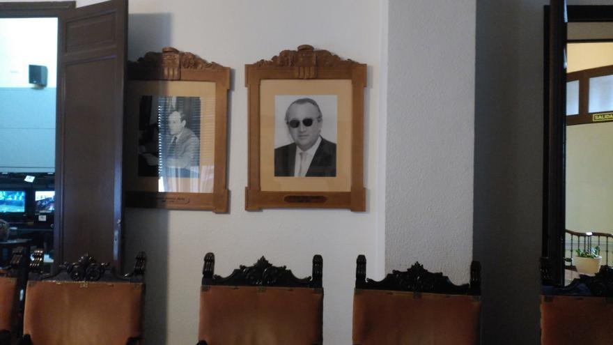 Cuadro de homenaje a Carlos Fabra, expresidente de la Diputación de Castellón, en una de las salas de la institución.