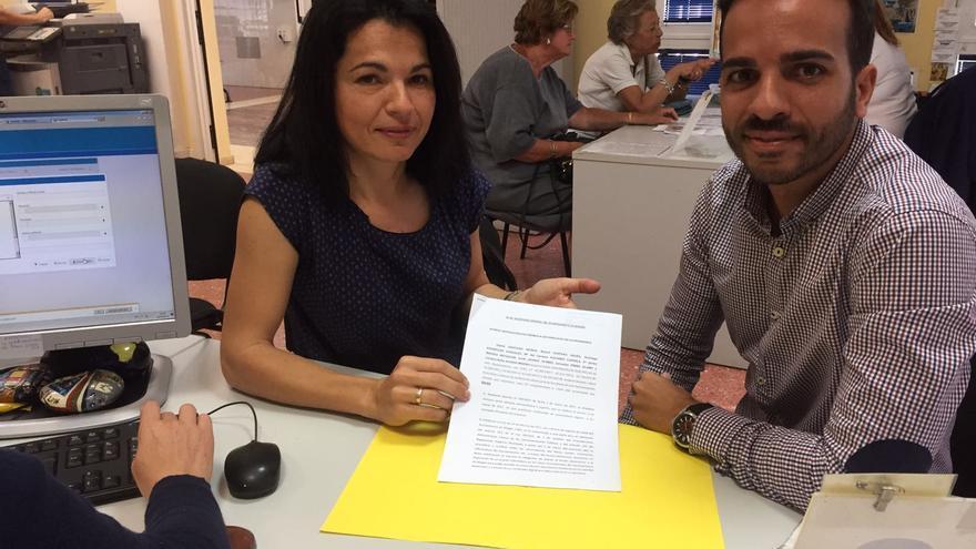 Los portavoces de Nueva Canarias y el Partido Popular en Mogán, Isabel Santiago y Maicol Santana