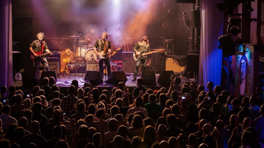 Los Deltonos durante uno de sus conciertos.