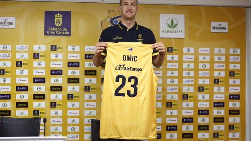 Alen Omic en su presentación como jugador del Herbalife Gran Canaria. (cbgrancanaria.net).
