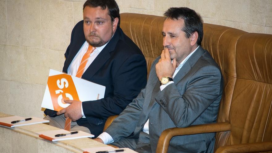 Rubén Gómez y Juan Ramón Carrancio en el Parlamento de Cantabria. | CIUDADANOS