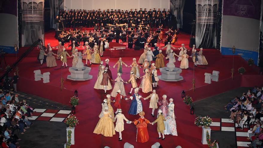 Imagen de archivo del Minué de las Fiestas Lustrales de 2010.