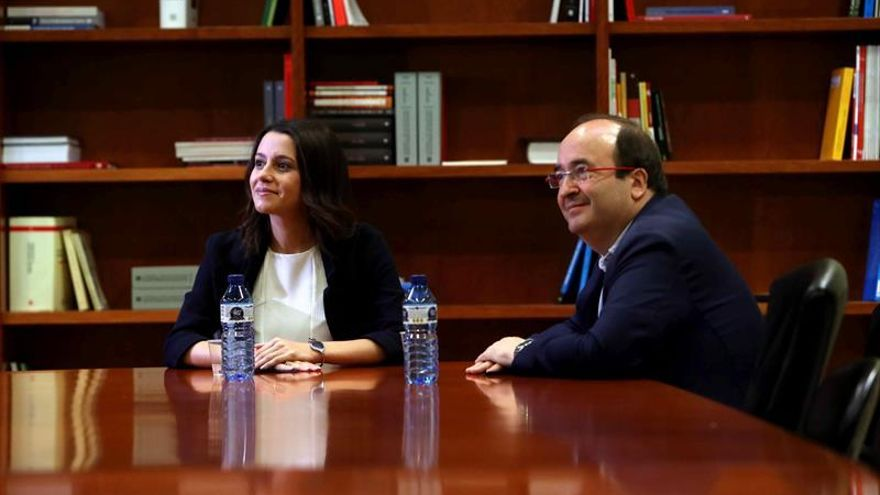 Iceta traslada a Arrimadas el rechazo del PSC a moción censura a Puigdemont