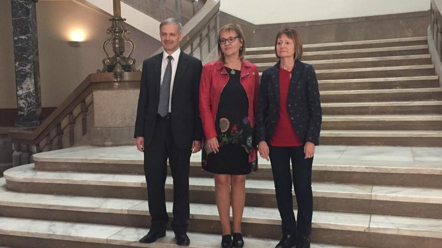 Los candidatos a rector Vicent Martínez, María Antonia García (centro) y María Vicenta Mestre