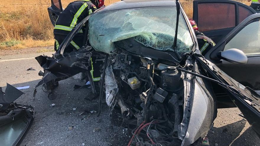 Fallece una joven y un hombre resulta herido grave en un accidente de tráfico en Gerena