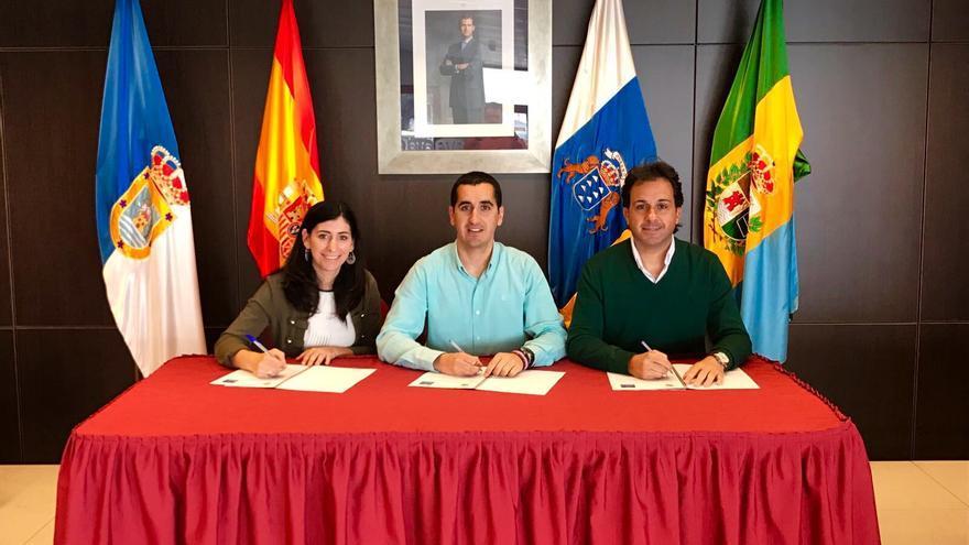 Firma del convenio entre el Ayuntamiento y la Asociación de Empresarios.