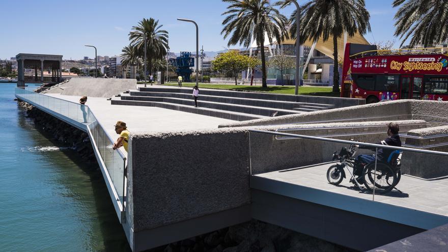 El parque marítimo muelle Santa Catalina situado en el entorno de la Plaza de Canarias.