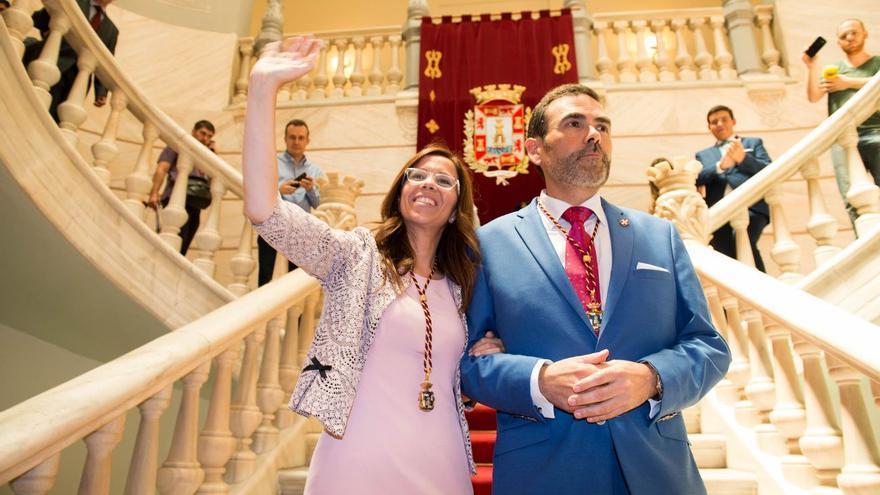 Ana Belén Castejón (PSOE) y José López (MC), los dos alcaldes que tendrá Cartagena durante la legislatura / J.AlbaladejoR - Ayto de Cartagena