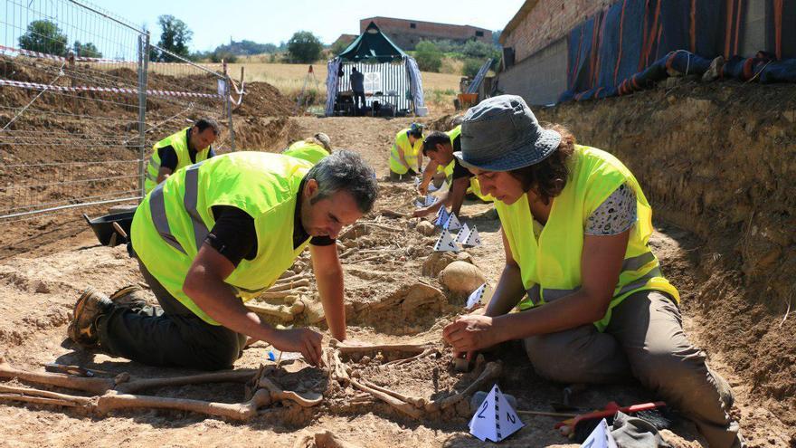 Exhumación de restos gracias al plan de fosas de la Generalitat