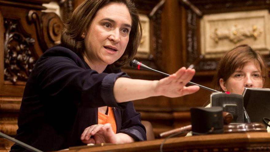 """Colau critica el """"grave ataque"""" del Gobierno a los derechos y libertades"""