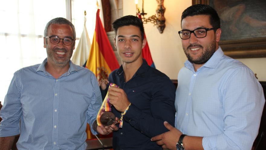 Carlos Pérez fue recibido en el Ayuntamiento de la capital.