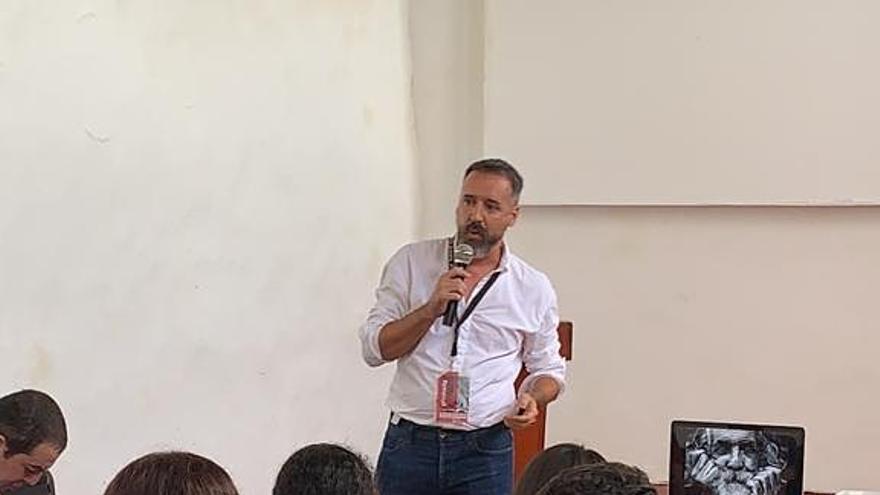 Emlio Barrionuevo impartió un taller en el marco del proyecto Photobarrio.