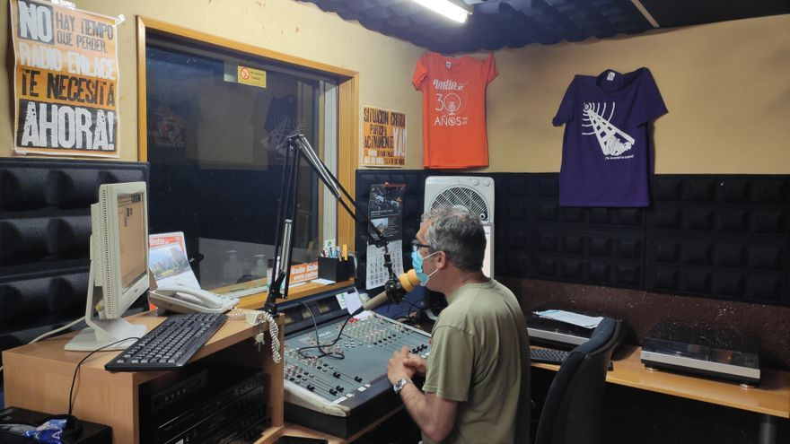 The slow agony of community radio