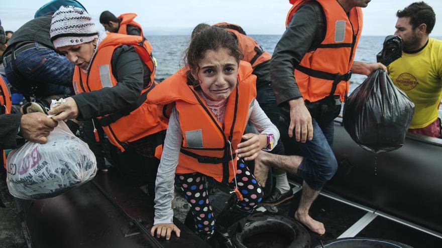 Una niña llega desde Turquía a las costas de la isla griega de Lesbos. | Médicos Sin Fronteras
