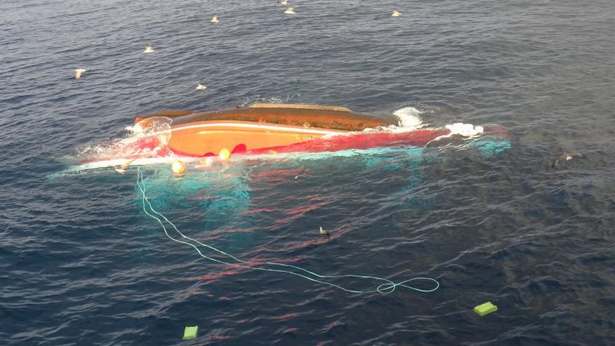 Barco volcado