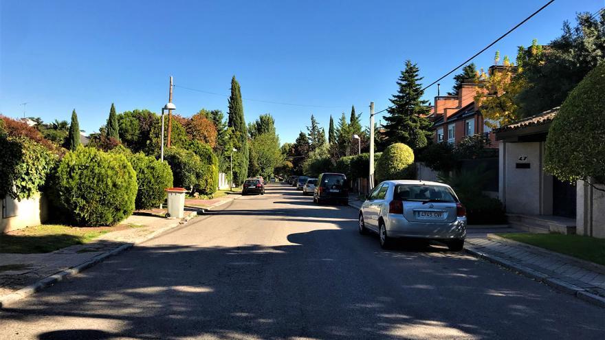 Una de las calles de chalets del lujoso barrio Piovera, donde apenas el 10% de la población es inmigrante. Foto: Raúl Sánchez