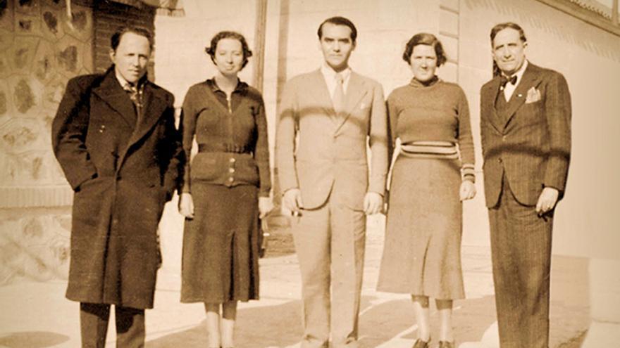 Federico García Lorca (en el centro) en Toledo
