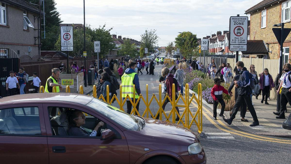 Una escuela del movimiento School Streets en Enfield, al norte de Londres