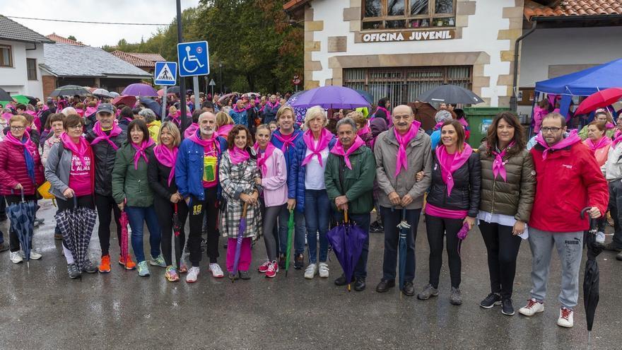 Revilla y cuatro consejeros participan en la Marcha Solidaria contra el Cáncer de Mama de Reocín
