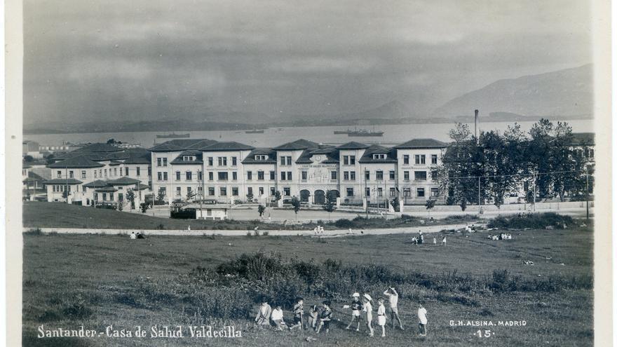 Casa de Salud de Valdecilla desde el Colegio Cántabro, 1929.   Colección José Antonio Torcida