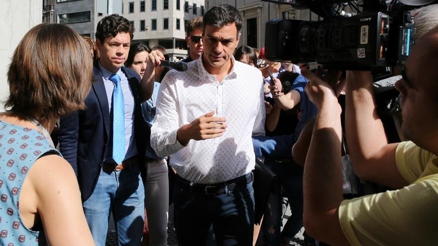 Sánchez promete continuidad en el Grupo Socialista hasta el congreso de junio y no cambiará más portavoces