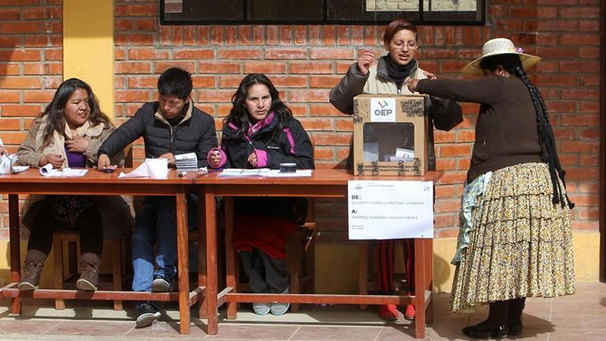 Una alcaldesa boliviana pide votar en el referendo como homenaje a las víctimas de un incendio