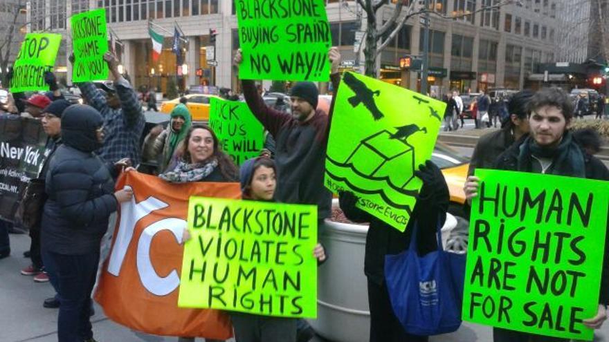 Acción contra Blackstone en Nueva York, 17-3-2015 (foto: Anna Melendez)
