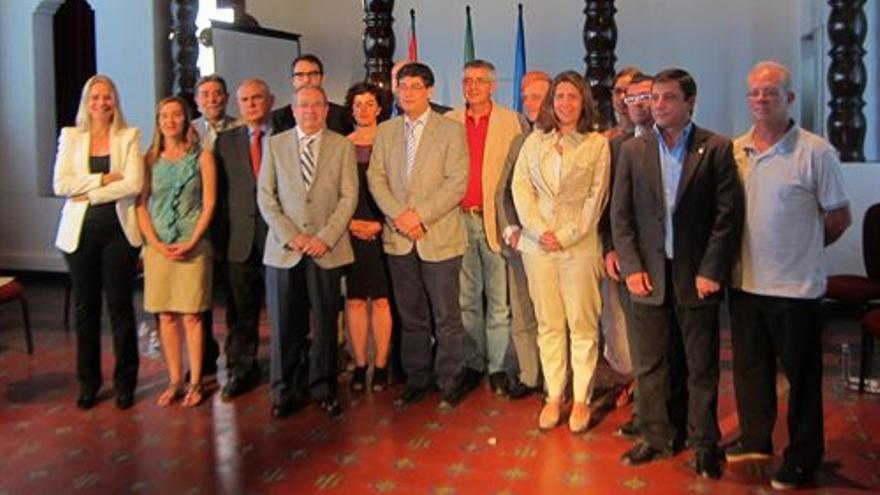 Valderas presidió el pasado 25 de junio la firma del Pacto Andaluz por la Solidaridad y la Cooperación Internacional / EP.