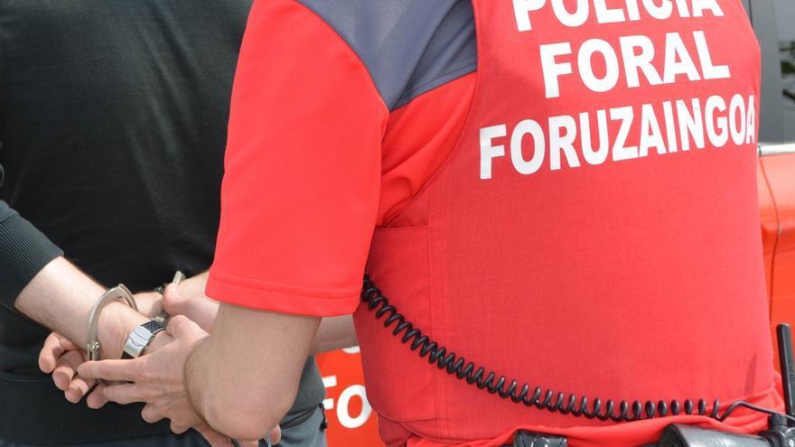 La Policía Foral detiene a seis personas por peleas, amenazas y desobediencias