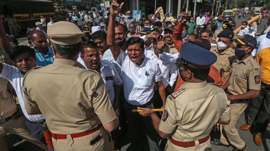 Más de 300 policías heridos durante la gran marcha campesina en Nueva Delhi