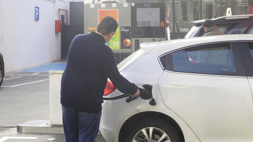 El IPC interanual escala al -1,1% en febrero por las gasolinas y encadena su octava tasa negativa
