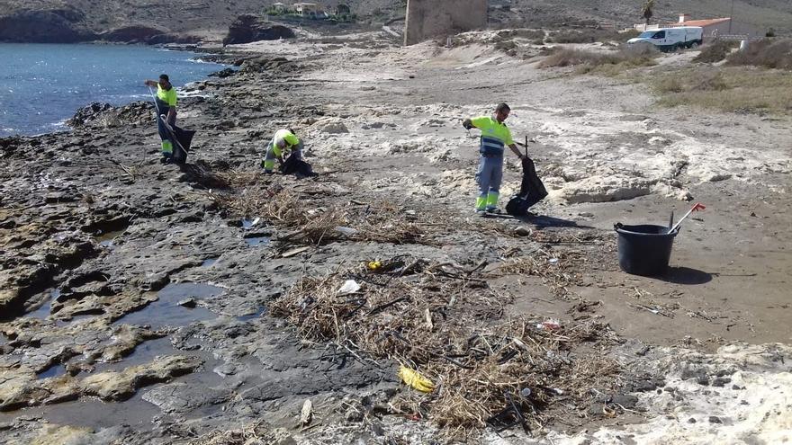 122.000 kilos de plásticos y residuos han sido retirados de los espacios naturales protegidos de la Región durante 2018