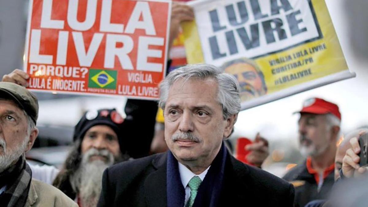 Cuando era candidato, Fernández visitó a Lula en la prisión de Curitiba