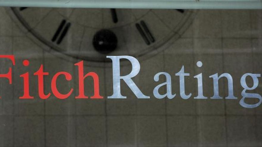 Fitch mantiene la nota de España en notable bajo con perspectiva estable