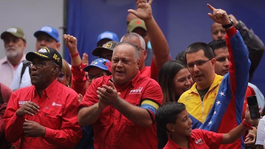 """Diosdado Cabello llama a los chavistas al palacio presidencial para """"defender"""" la revolución"""
