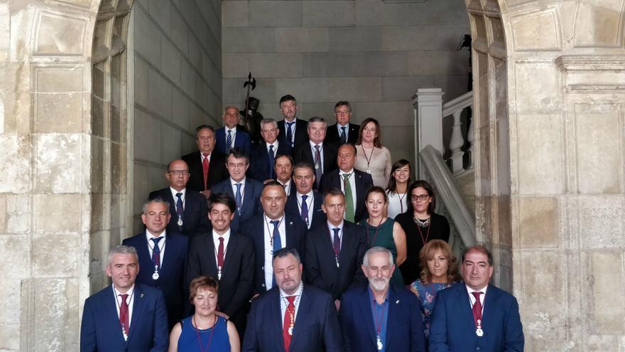 Diputados de la nueva Diputación de León con el nuevo presidente, Eduardo Morán (PSOE), en el centro