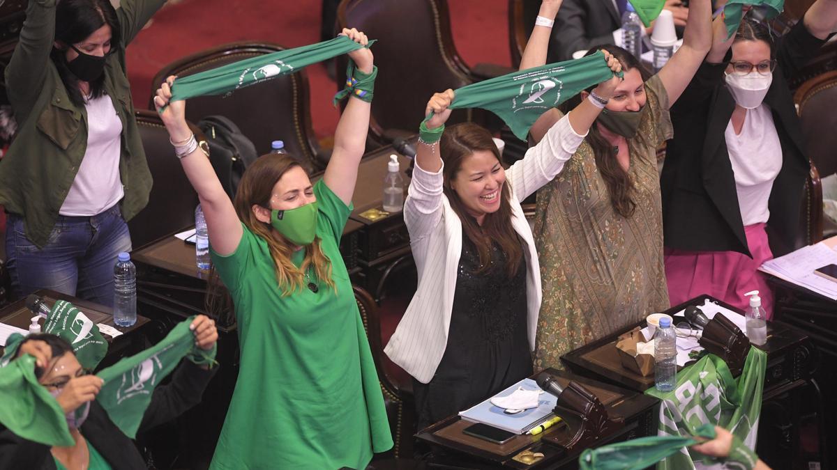 Diputados celebraron la media sanción de la ley de legalización del aborto
