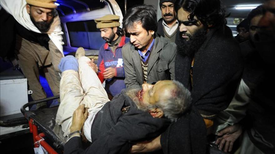 Mueren 12 personas al despeñarse dos autobuses en el norte de Pakistán
