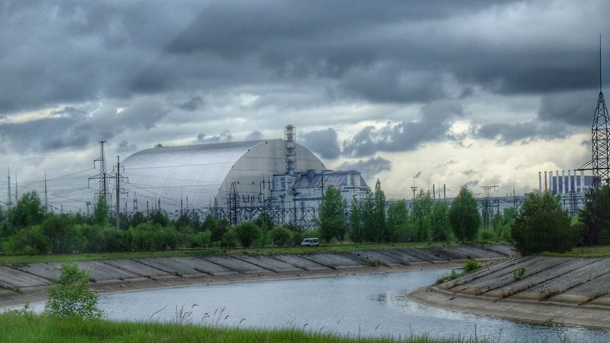 Central Nuclear de Chernóbil (Ucrania), con el edificio de contención instalado sobre el reactor número 4. Mayo de 2017