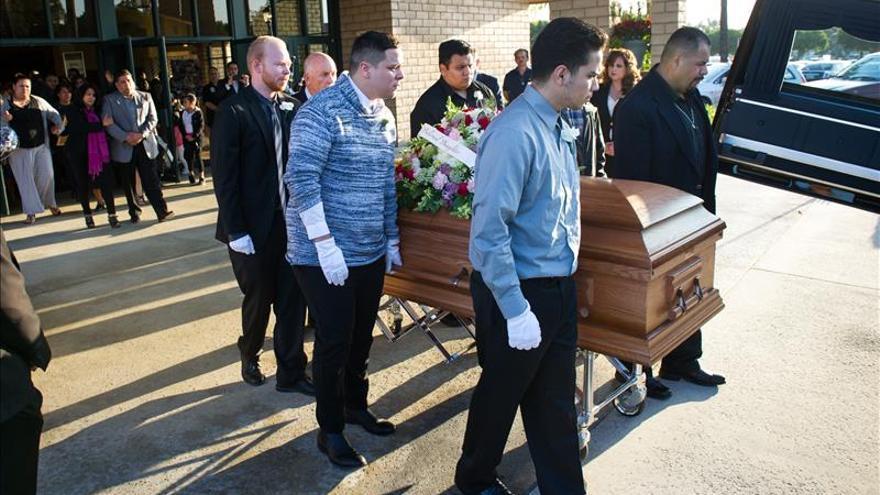 Celebran los servicios fúnebres de una joven hispana muerta en los atentado de París